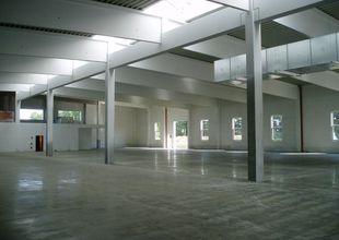 Dokončená podlahy haly - průmyslový drátkobeton se vsypem PANBEX F2