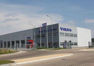 Vjezd do areálu VOLVO Truck Center Hradec Králobé