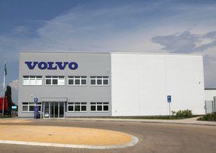 Pohled na administrativní část objektu VOLVO Truck Center Hradec Králové