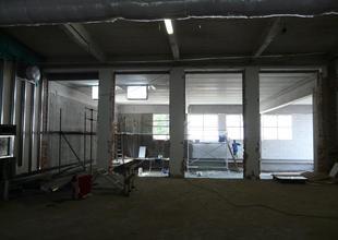 Pohled ze stávající haly do nové přístavby