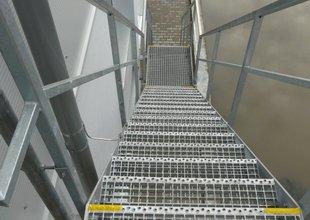 Ocelové schodiště do 2.NP přístavby