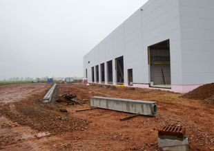 Pokládka betonových štěrbinových žlabů