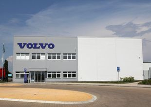 View of the administrative section of the VOLVO Truck Center Hradec Králové building