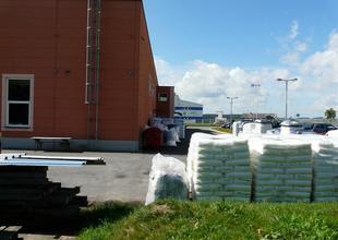 Stávající výrobní hala - pohled východní (nedostatek skladovací kapacity)