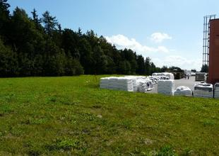 Prostor určený pro výstavbu nové skladovací haly