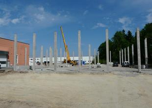 Assembly of reinforced concrete frame of the new hall