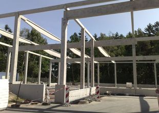 Assembly of reinforced concrete frame of new hall