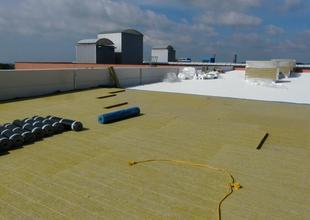 Pokládka minerální tepelné izolace střešního pláště