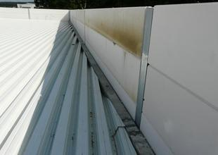 Trapezoidal sheet metal roof and attic