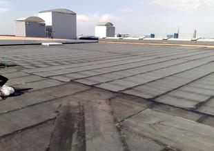 Pokládka střešní krytiny z asfaltových modifikovaných pásů (podkladní vrstva)