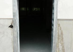 Ocelová dveřní zárubeň v obvodové stěně
