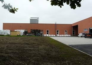 Pohled východní - stávající výrobní a nová skladová hala