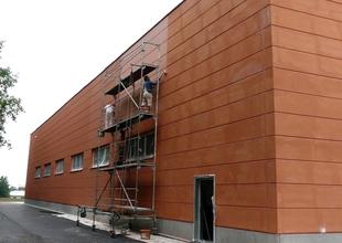 Východní průčelí - strukturovaný fasádní nátěr obvodového pláště