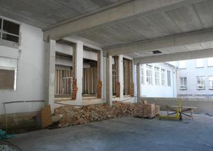 Průrazy mezi stávající halou 2 a novou přístavbou