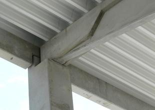 Detail styku nosných prvků železobetonové prefabrikované konstrukce