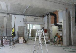 Práce uvnitř přístavby - nové elektro rozvody